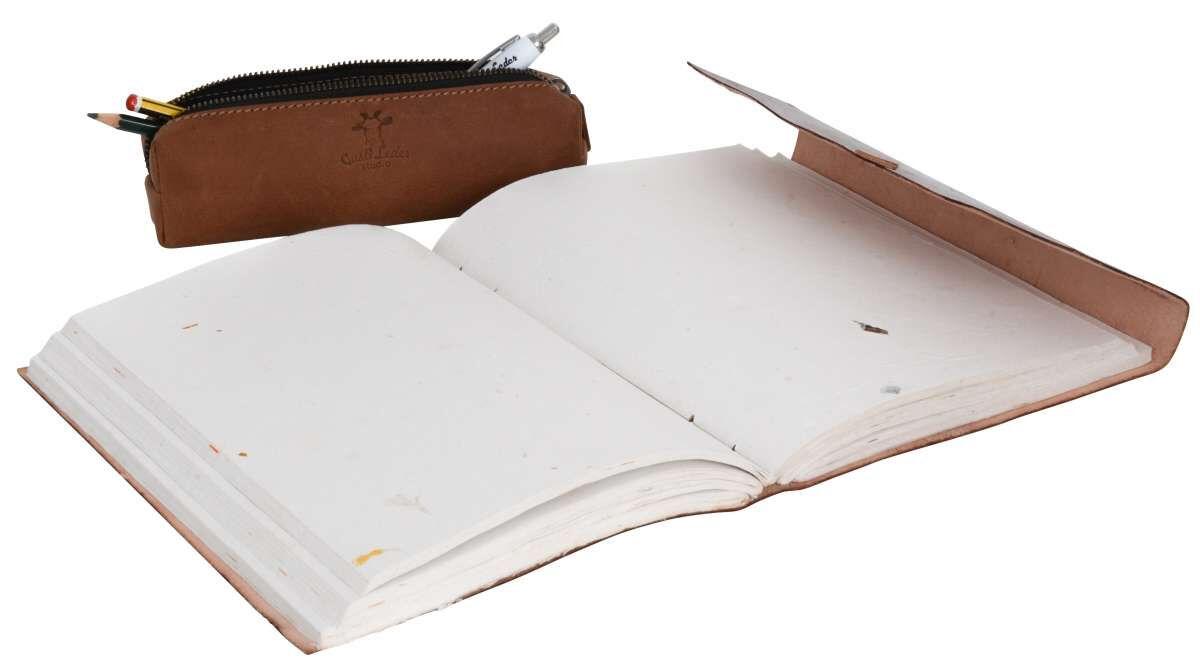 Outlet Buch – kleinere Lederfehler - Bleistiftstriche auf dem Material - ansonsten neu – siehe Vide