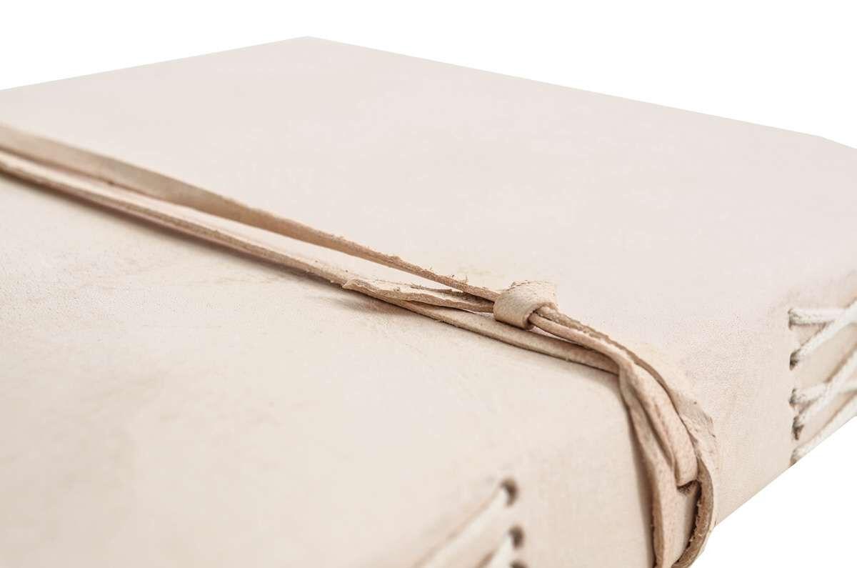 Outlet Buch - kleine Farbunterschiede im Leder - fehlende Schnur - gerissene Zettel - gebrauchter Zu