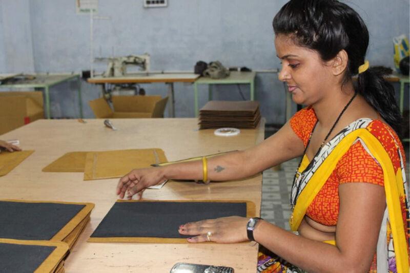 media/image/Produktion_Indien_Gusti-Leder.jpg